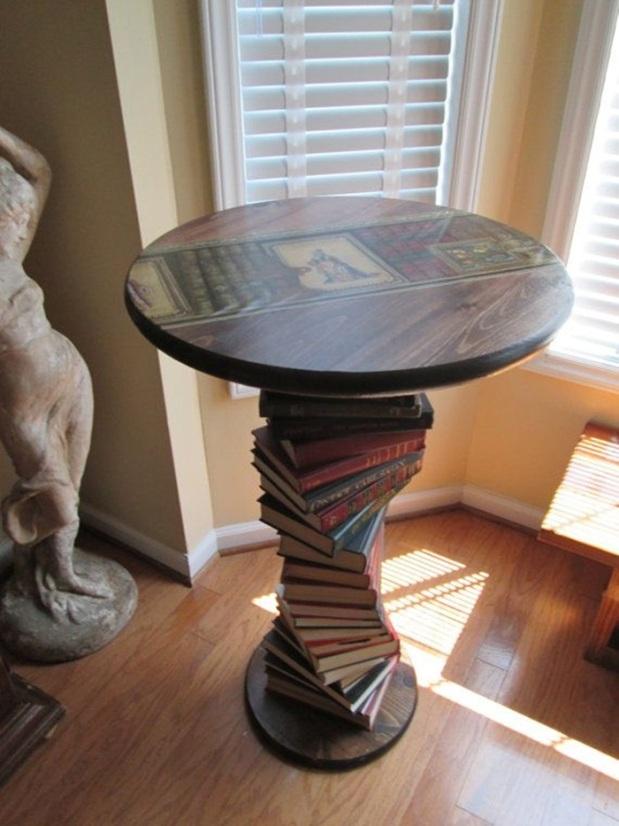 Mesa com livros